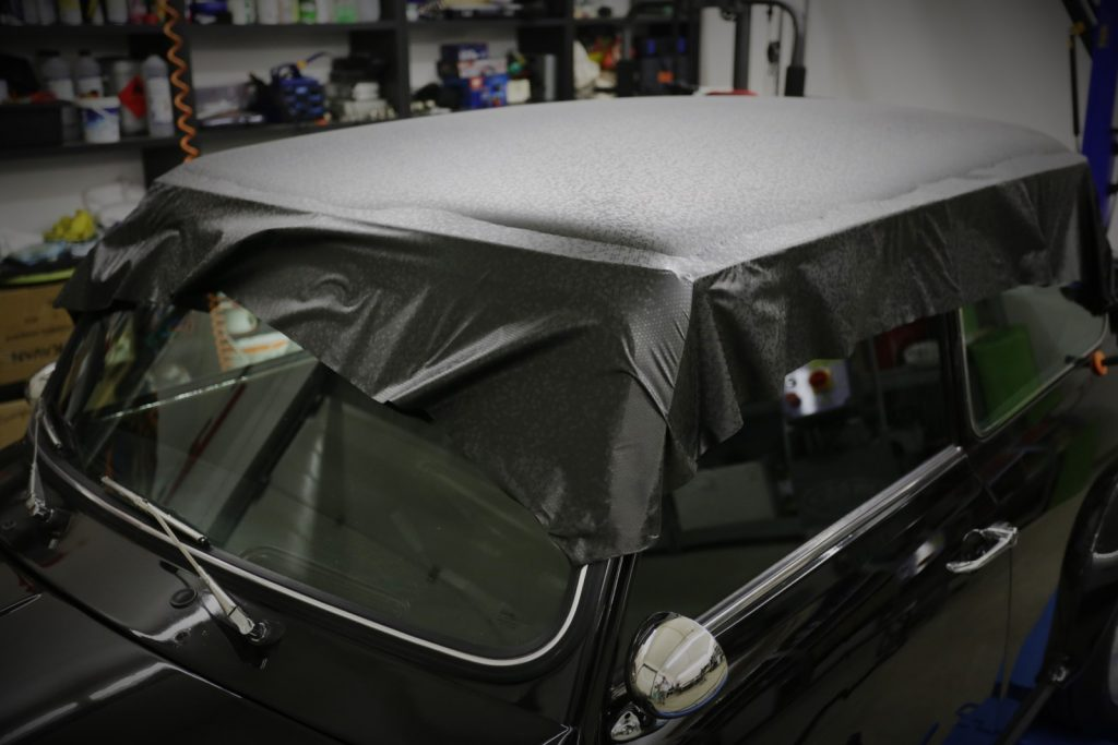 Auto Dach folieren MINI SILVERSTONE oracal 970 Honeycomb black Garage Deluxe