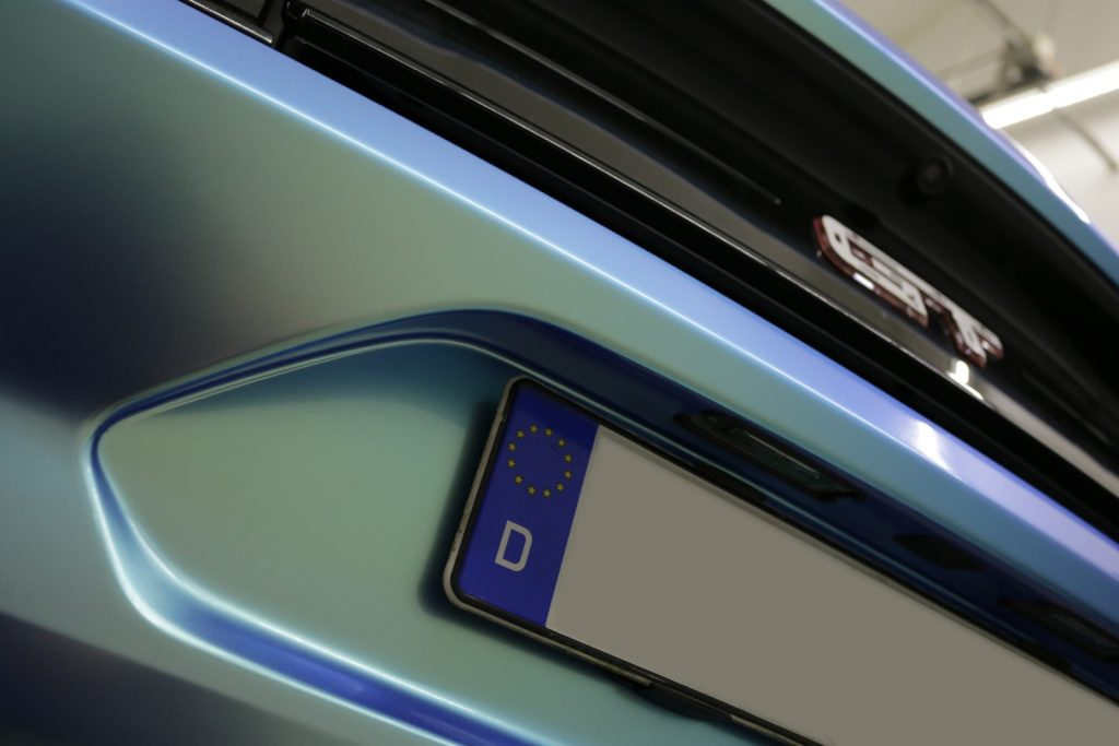 Auto folieren Wrapping Ford Mustang ORAFOL 970 mit Spezial Effekt in Green – Blue blau