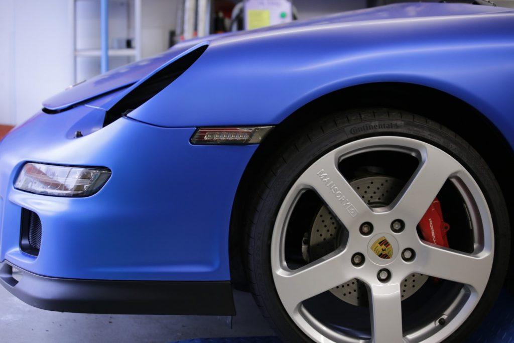 Auto folieren, Autofolierung Carwrapping Porsche 911 in 3M matt Blau metalic Front Motorhaube Stoßstange Kotflügel