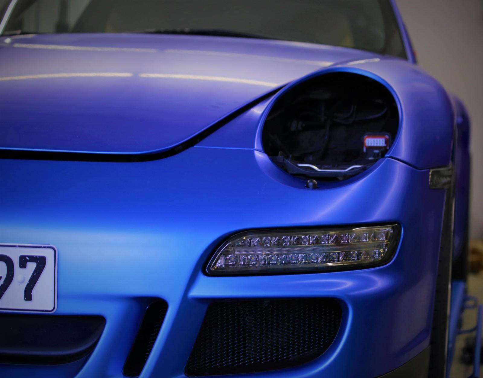 Auto folieren, Autofolierung Carwrapping Porsche 911 in 3M matt Blau metalic Front Motorhaube Stoßstange