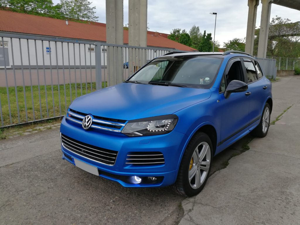 Autofolierung, KFZ Vollfolierung, CAR WRAPPING VW TOUAREG 3M 1080 Serie in satin perfect blue
