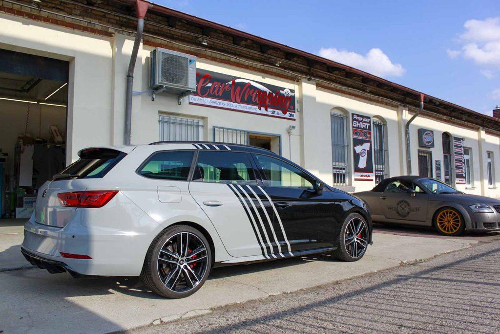 Auto folieren, sportliche Autofolierung, Carwrapping Seat Leon ST weiss schwarz