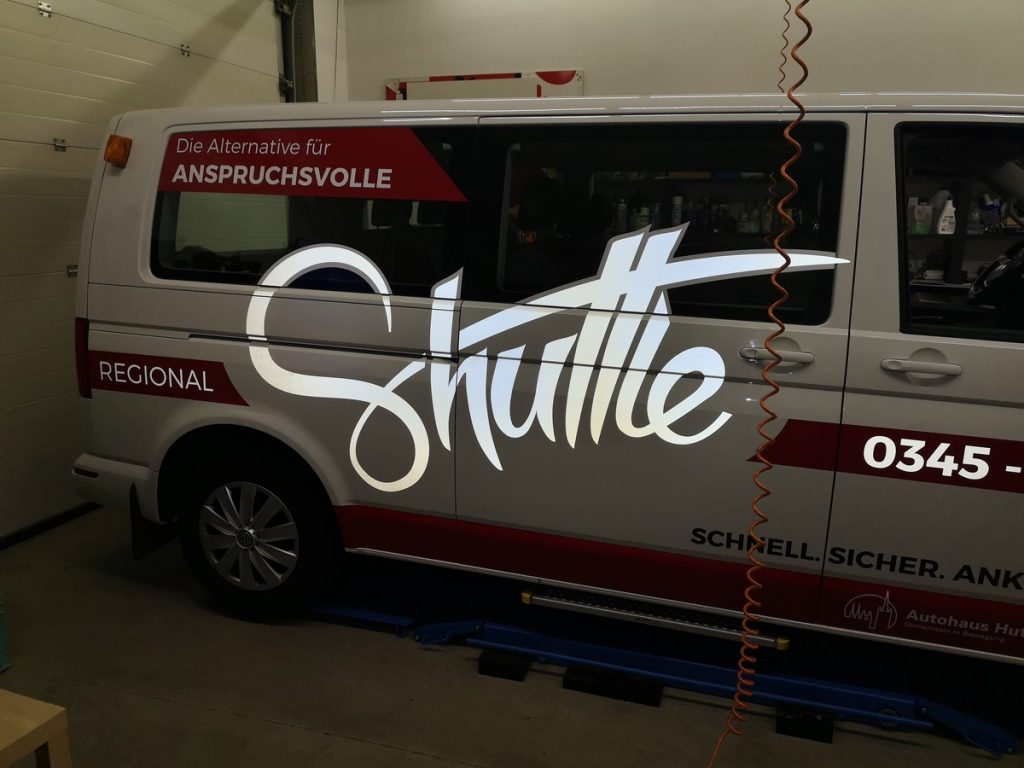 Auto folieren, Autofolierung, Fahrzeugbeschriftung, Fahrzeugflotte VW Transporter T6, Mietwagenservice Shuttle Regional