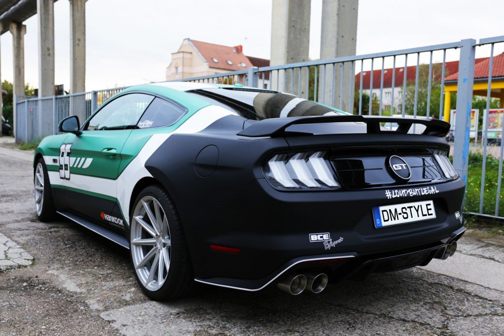 Auto folieren, Autofolierung, Carwrapping Ford Mustang GT AVERY supreme Emerald green AS9010001 grün weiss schwarz